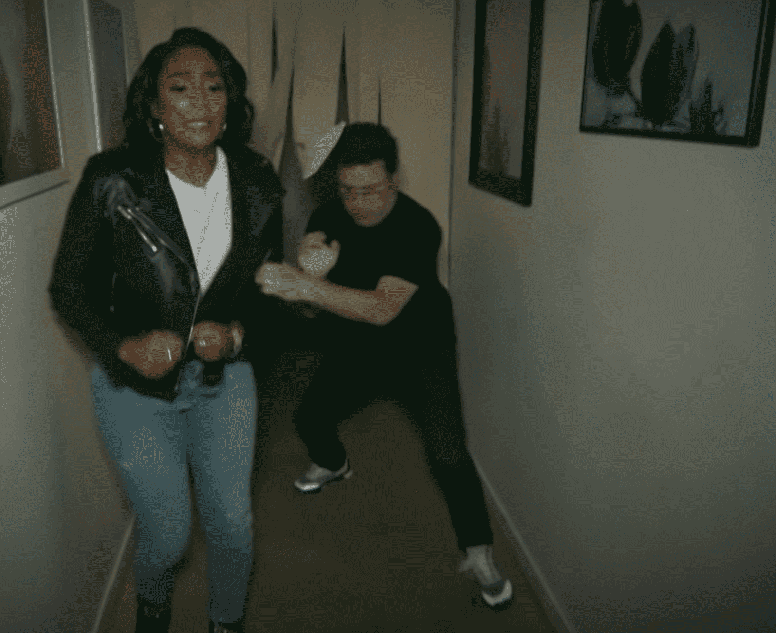 Tiffany Haddish and Andy Lassner fleeing from horror/ Source: YouTube/ TheEllenShow