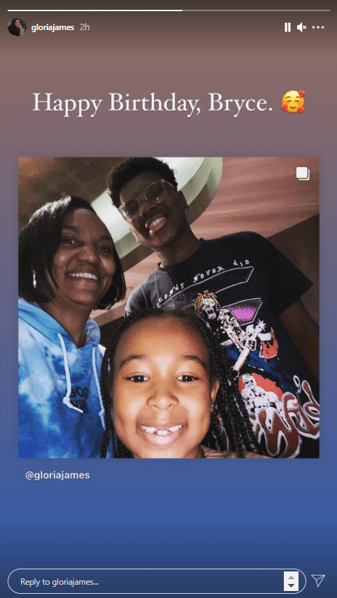 Gloria James shares a selfie with her grandkids in tribute to Bryce's birthday. | Photo: Instagram/Gloriajames
