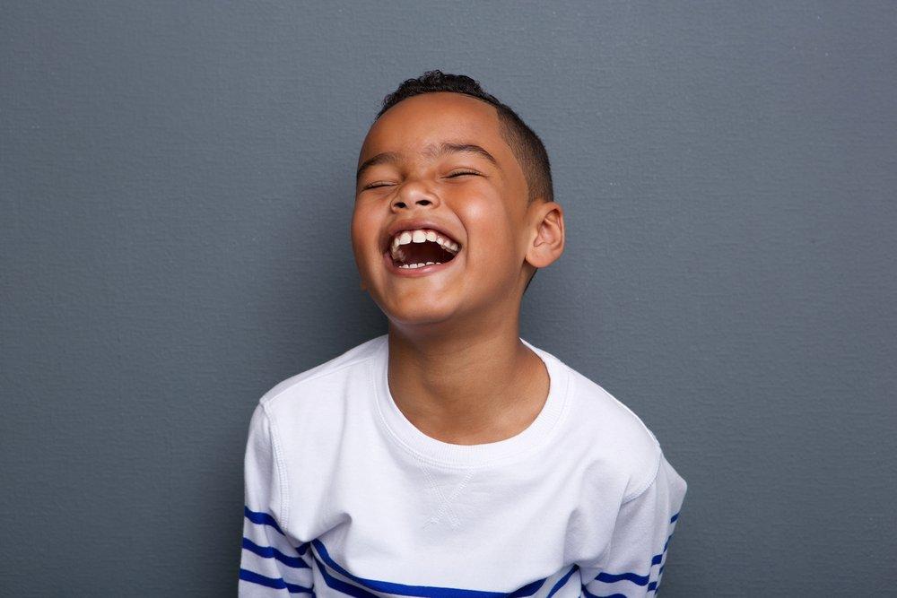 Un garçon qui rigole. Photo : Shutterstock