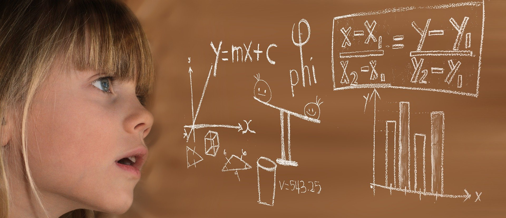 A young child looks at a maths problem written on a blackboard. | Source: Pixabay.
