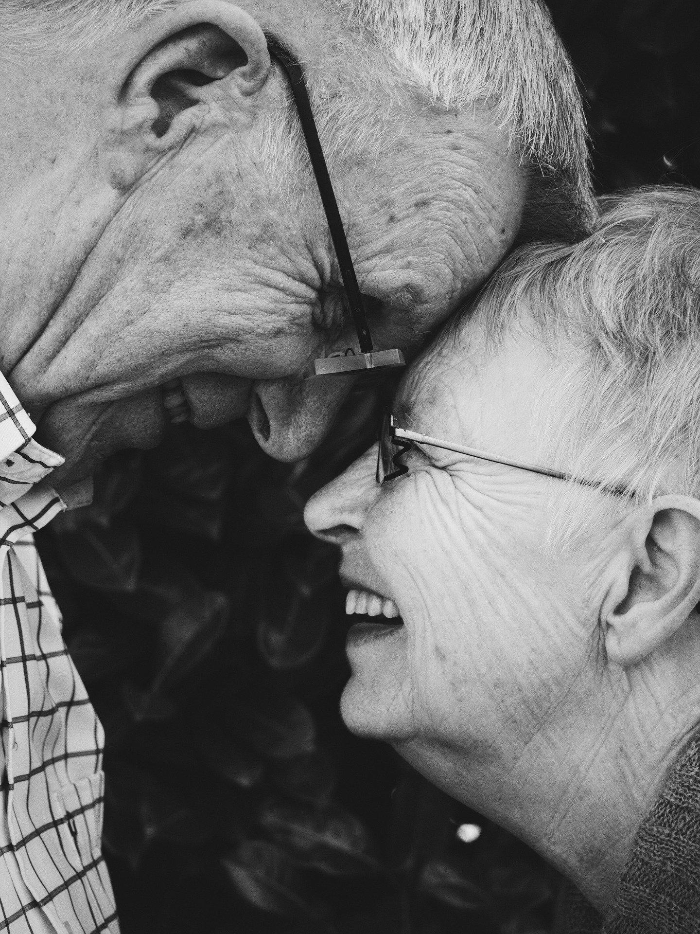 Un couple de seniors complices. Photo : Pixabay