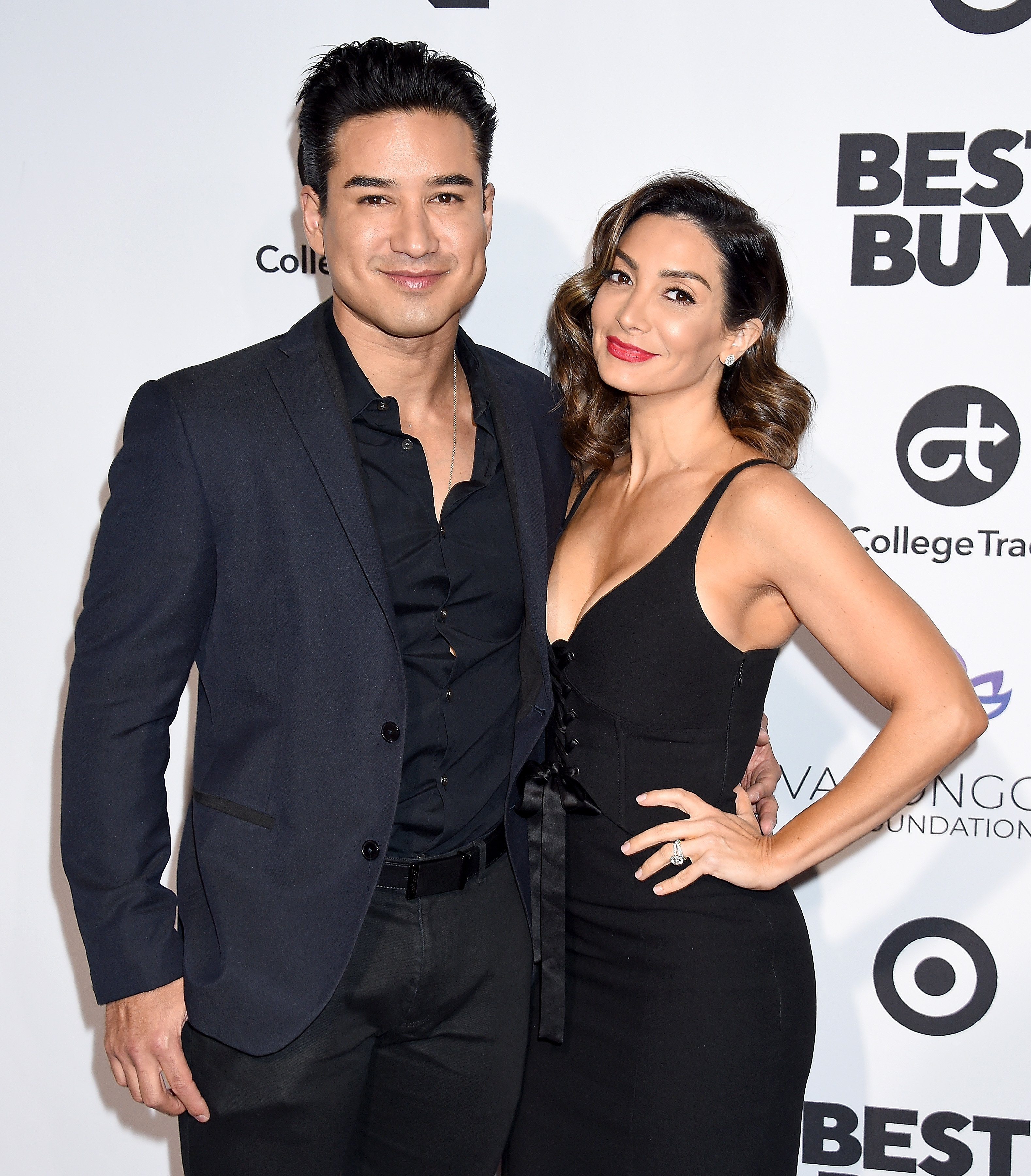 Mario Lopez and Courtney Laine Mazza attend the Eva Longoria Foundation Dinner Gala in Los Angeles, California on November 8, 2018 | Photo: Getty Images