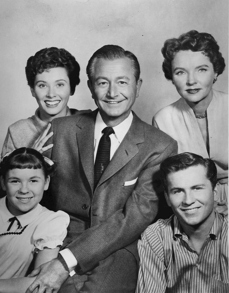Cast photo of the Anderson family from the television program Father Knows Best | Photo: Wikimedia Commons