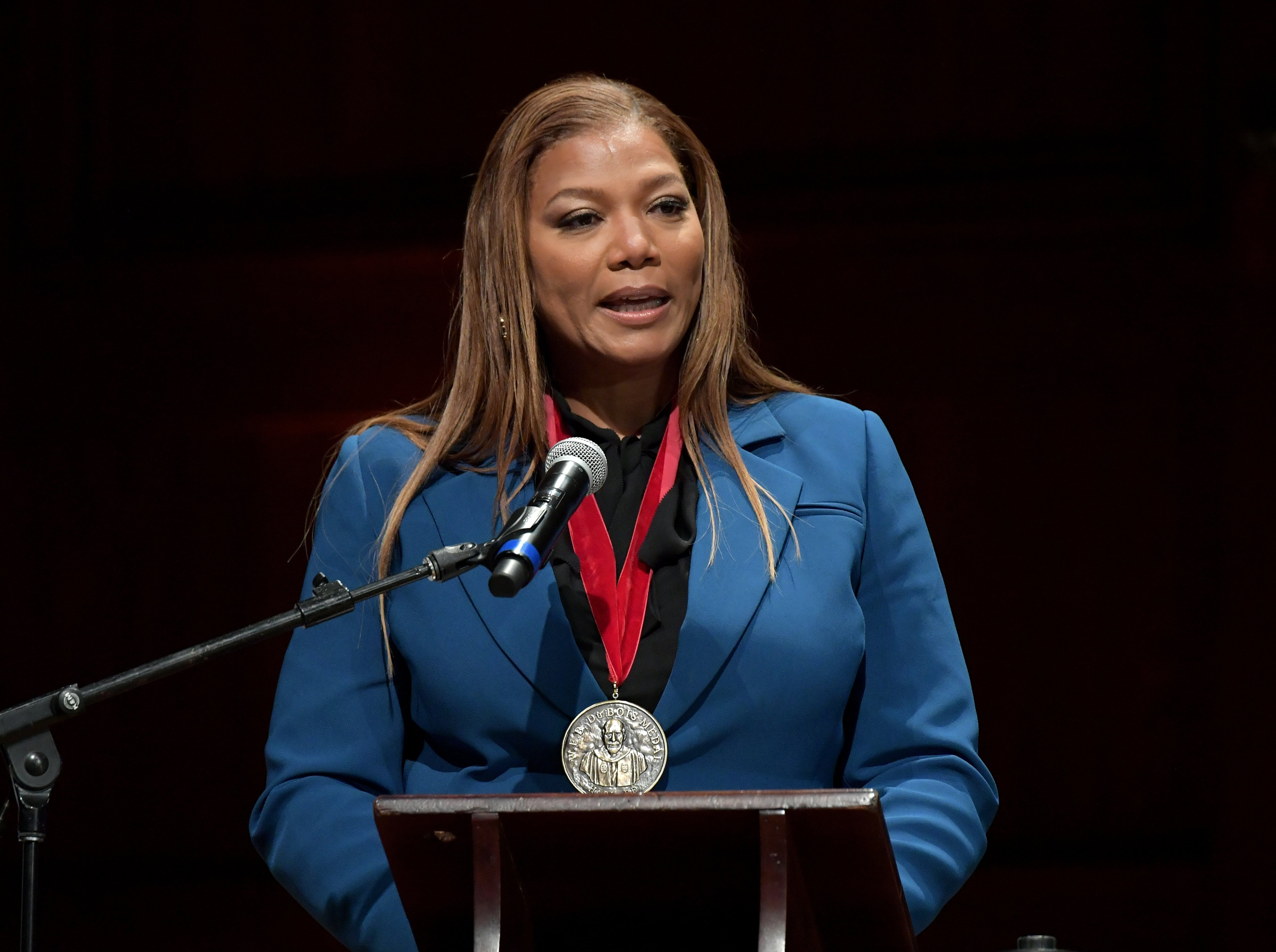 Queen Latifah accepting her W. E. B. Du Bois Medal at Harvard University on October 22, 2019. | Photo: Getty Images