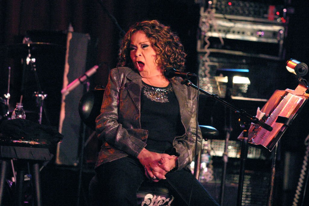 Etta James performing at club BB KINGS in New York City on May 11, 2009. | Photo: Getty Images