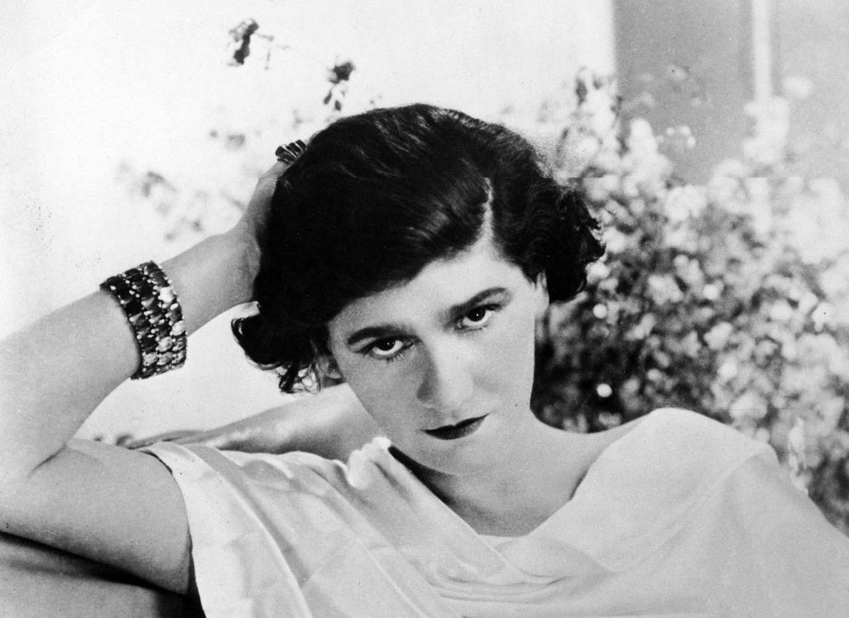 Coco Chanel en 1920 | Imagen tomada de: Wikimedia Commons