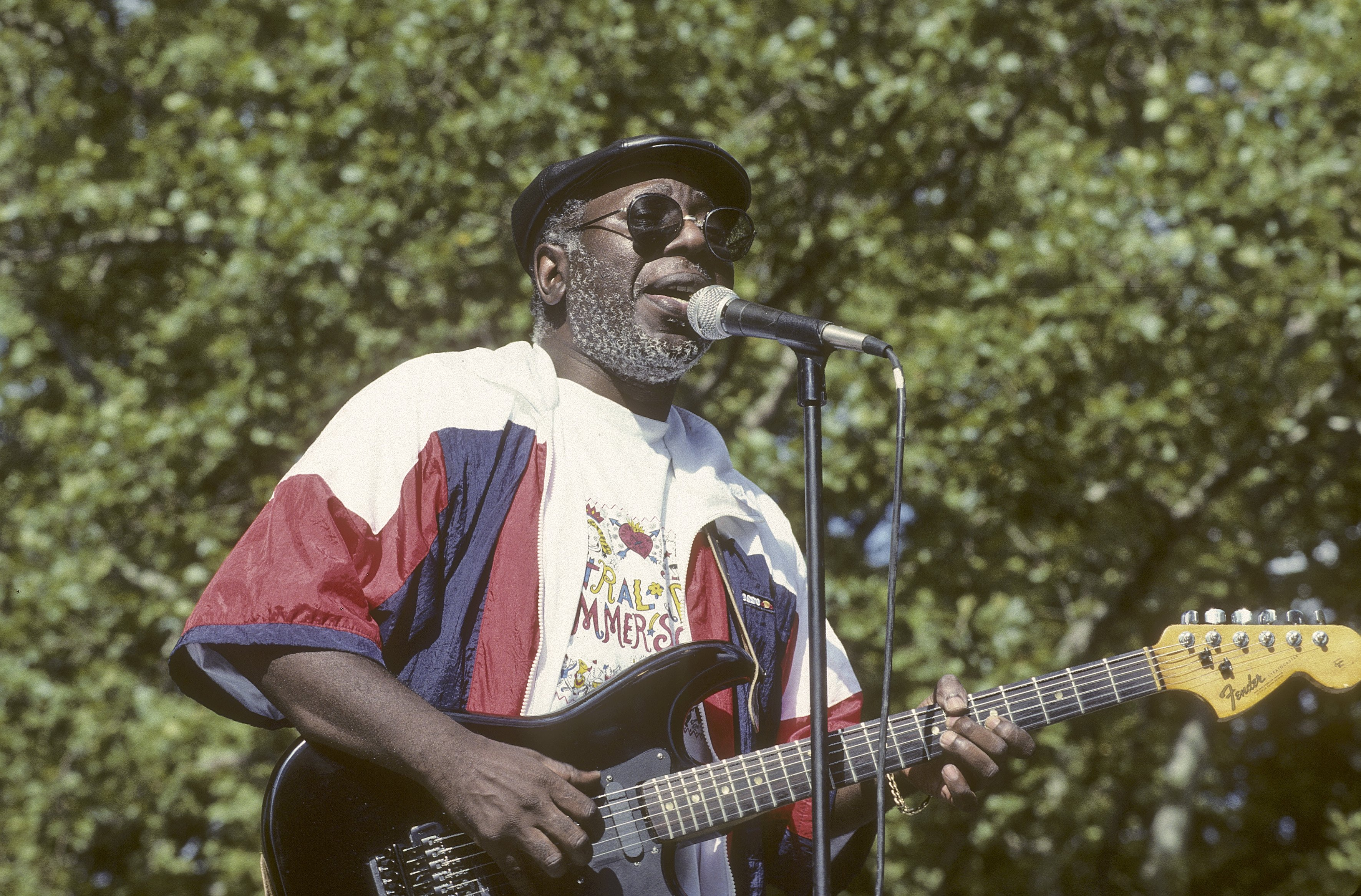 Curtis Mayfield performing at Central Park's Summer Stage, New York, on July 7, 1990 | Photo: Getty Images