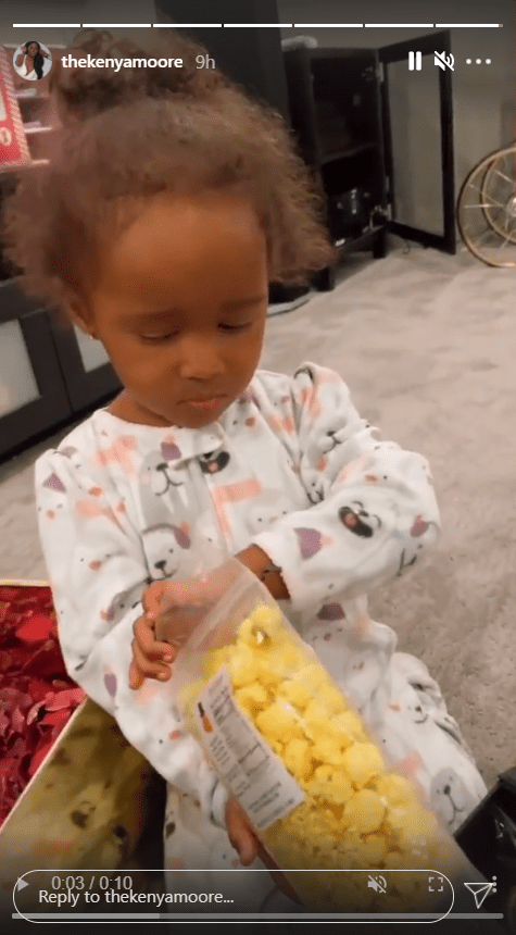 Brooklyn Daly cutely frowning on her mother Kenya Moore's Instagram page | Photo: Instagram/thekenyamoore