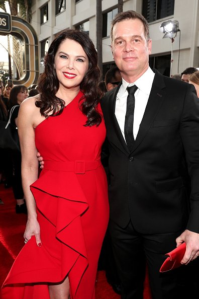 Lauren Graham and Peter Krause at the Beverly Hilton Hotel on January 5, 2020.   Photo: Getty Images