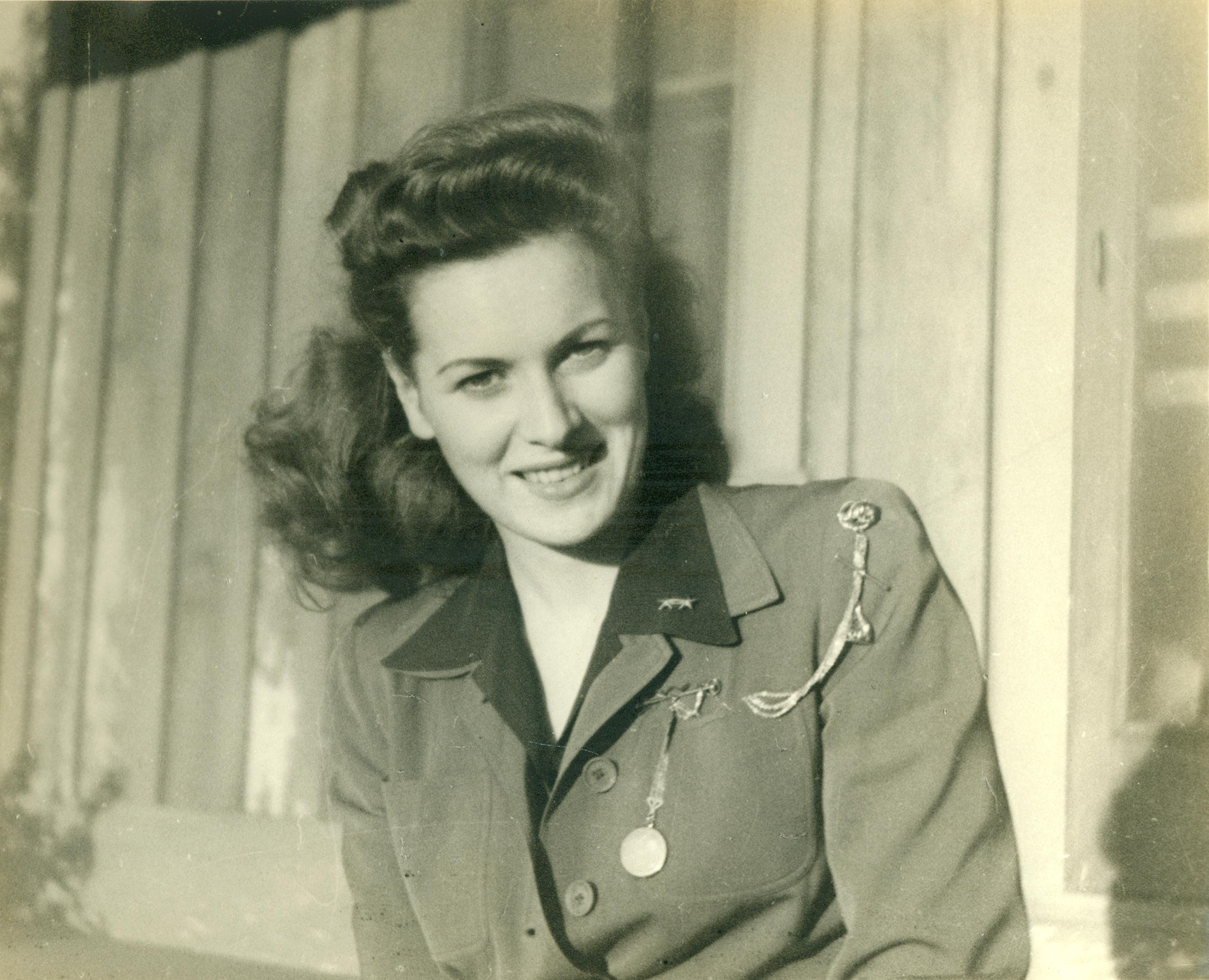 Maureen O'Hara at Camp Pendleton, on November 1945. | Photo:  USMC Archives  QS:22306028699), CC BY 2.0, Wikimedia Commons