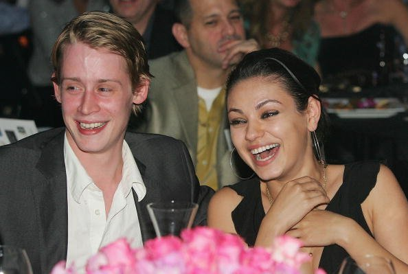 Mila Kunis und Macaulay Culkin, UBid.com And Hollywood Stars Launch Auction For Hurricane Victims, Las Vegas, 2005 | Quelle: Getty Images