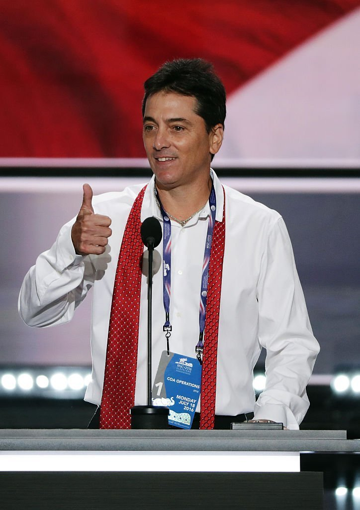 Scott Baio performs a mic test before the start of the evening session on the first day of the Republican National Convention | Photo: Getty Images