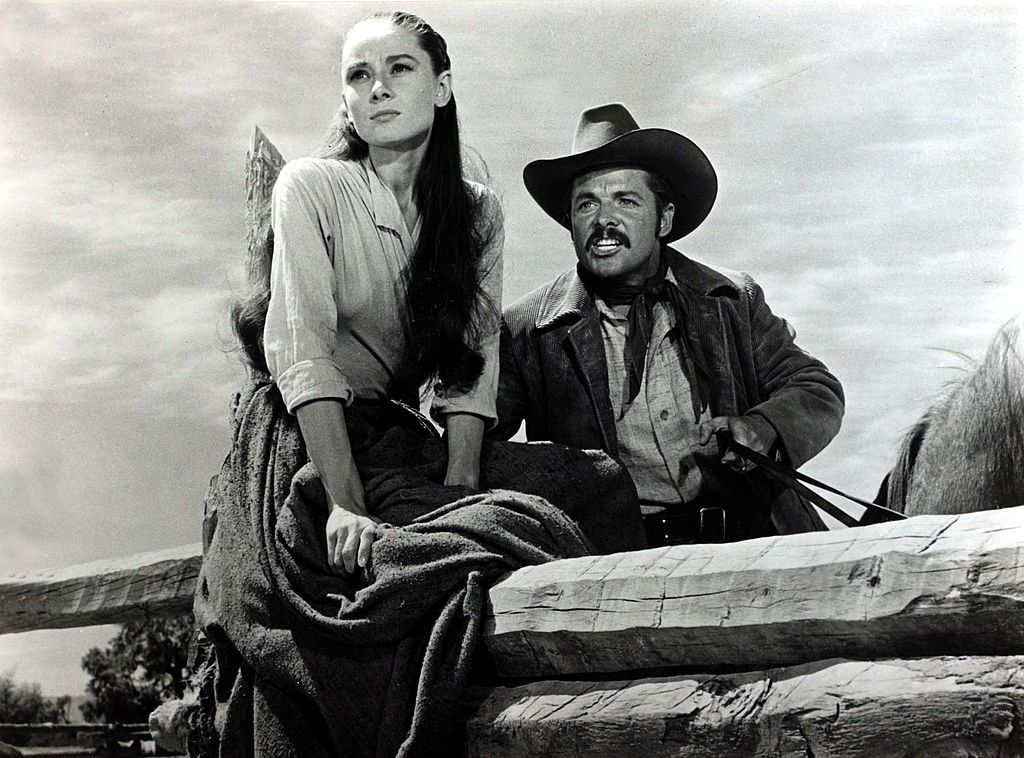 """Audrey Hepburn filming with Audie Murphy in the movie """"The Unforgiven"""" in 1960   Photo: Popperfoto/Getty Images"""