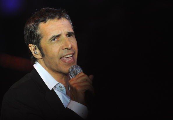 Le chanteur Julien Clerc sur scène lors des Victoires de la Musique au Zénith. | GettyImage