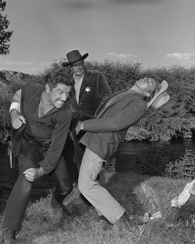 From left: Richard Boone as Paladin, William Talman as sheriff, Rayford Barnes as deputy in ?The Long Way Home?, from 'Have Gun, Will Travel', September 15, 1960. | Photo: Getty Images