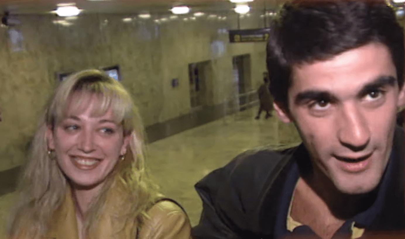Belén Esteban entrevistada por paparazzi en 1997 || Fuente: YouTube/Mediaset España