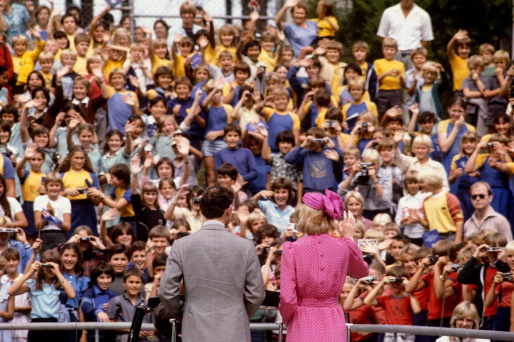 Prince Charles and Princess Diana wave to the crowd during a walkabout. | Source: Getty Images