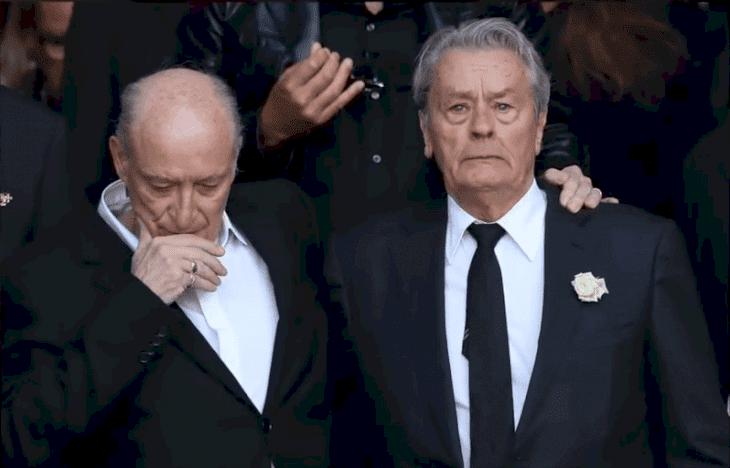 Alain Delon aux funérailles de Mireille Darc. l Source :  Youtube / Nouvelles 24h