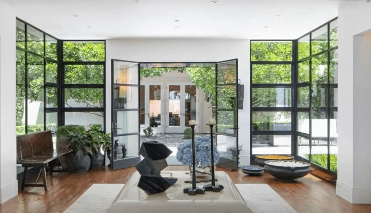 Ryan Seacrest's luxurious Beverly Hills home. | Photo: YouTube/TMZLive