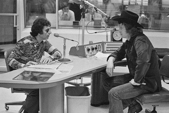 Mort Sahl (left) with radio talk show host Don Imus (1940 - 2019) in a studio at WNBC in New York City, 1973 | Photo: Getty Images