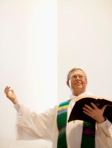 Un pasteur entrain de faire son sermon | Photo : Getty Images