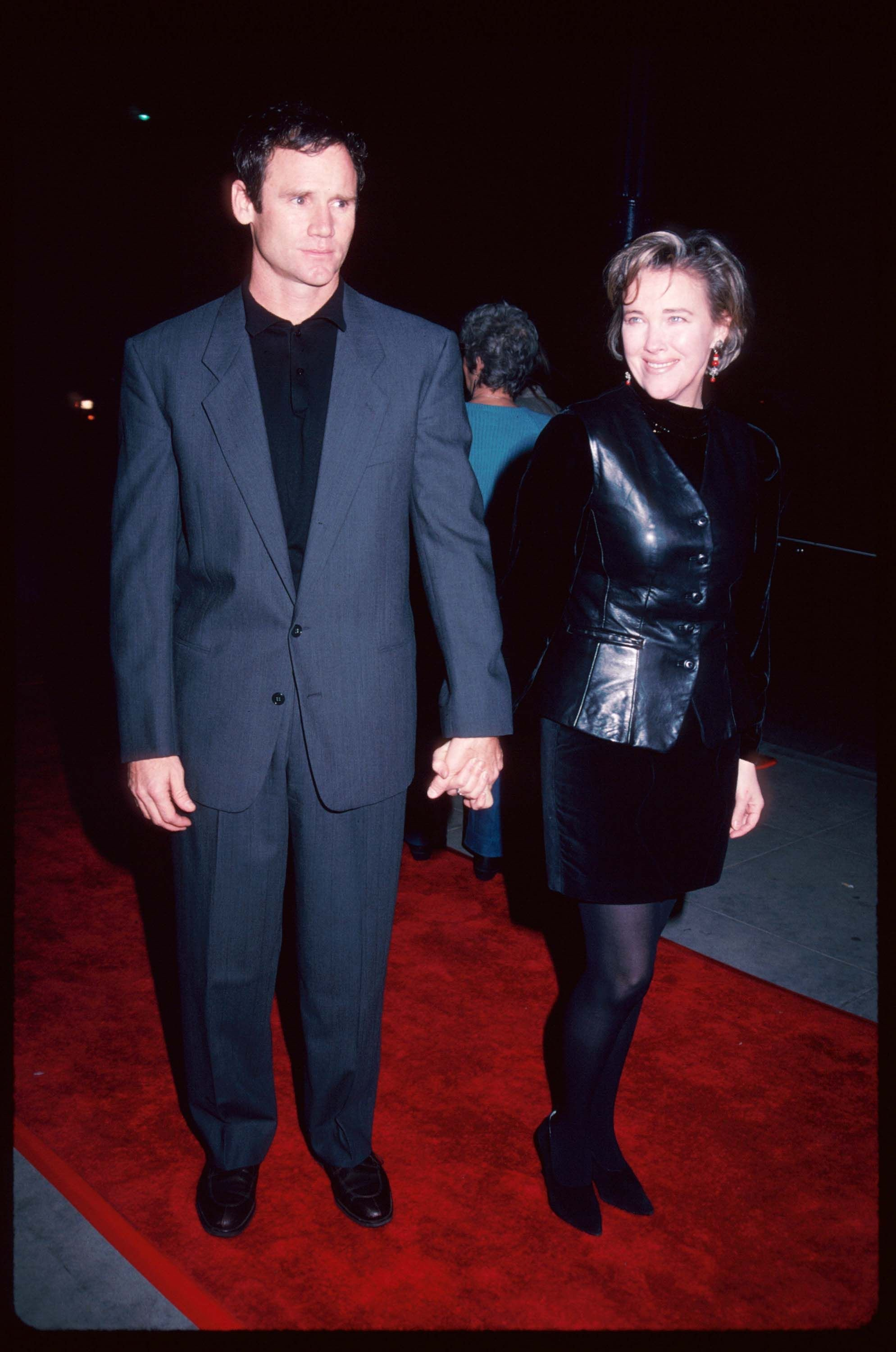 """Actress Catherine O''Hara and Bo Welch at the premiere of """"Hoffa"""" December 11, 1992 