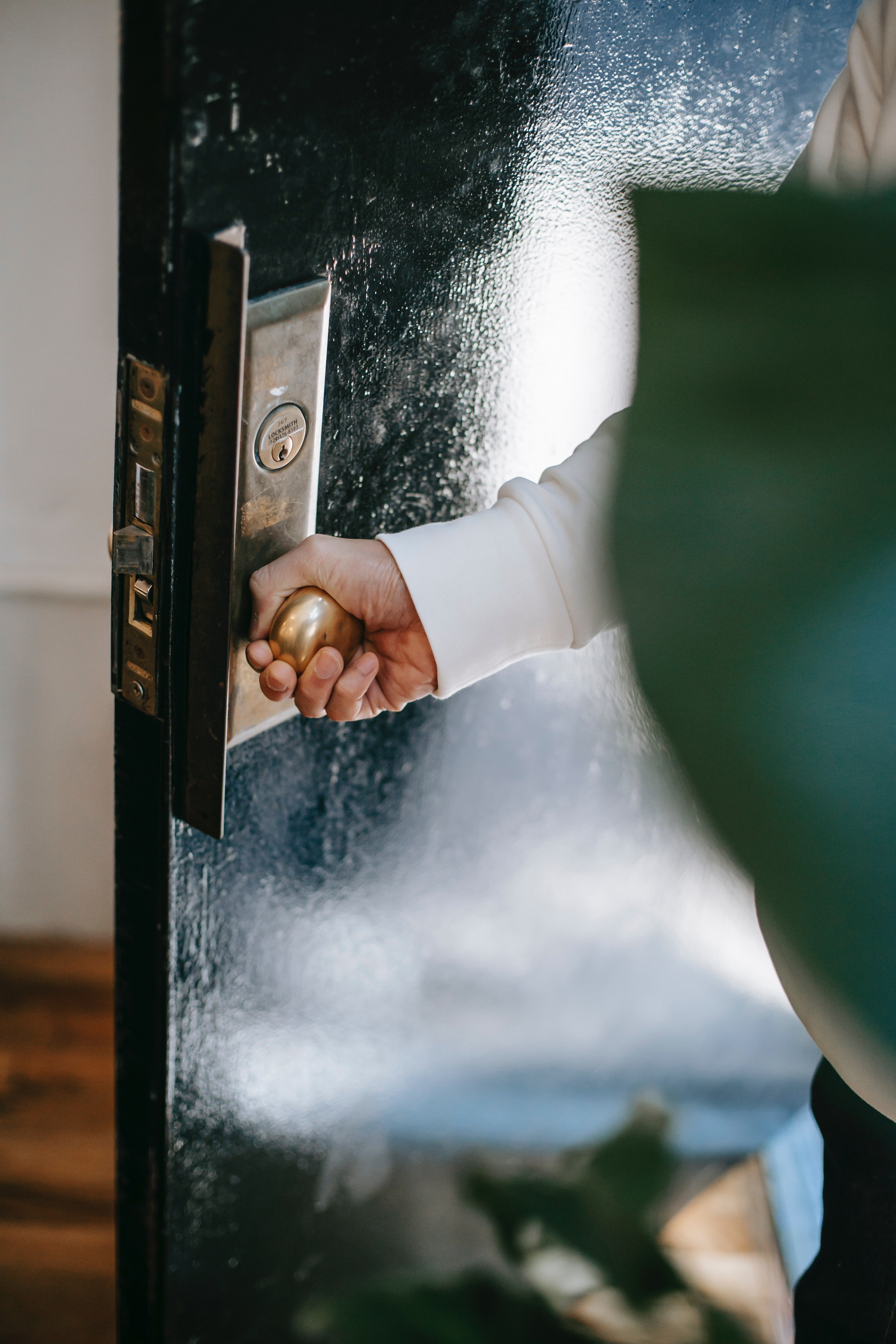 A hand holding on to a door handle | Source: Pexels