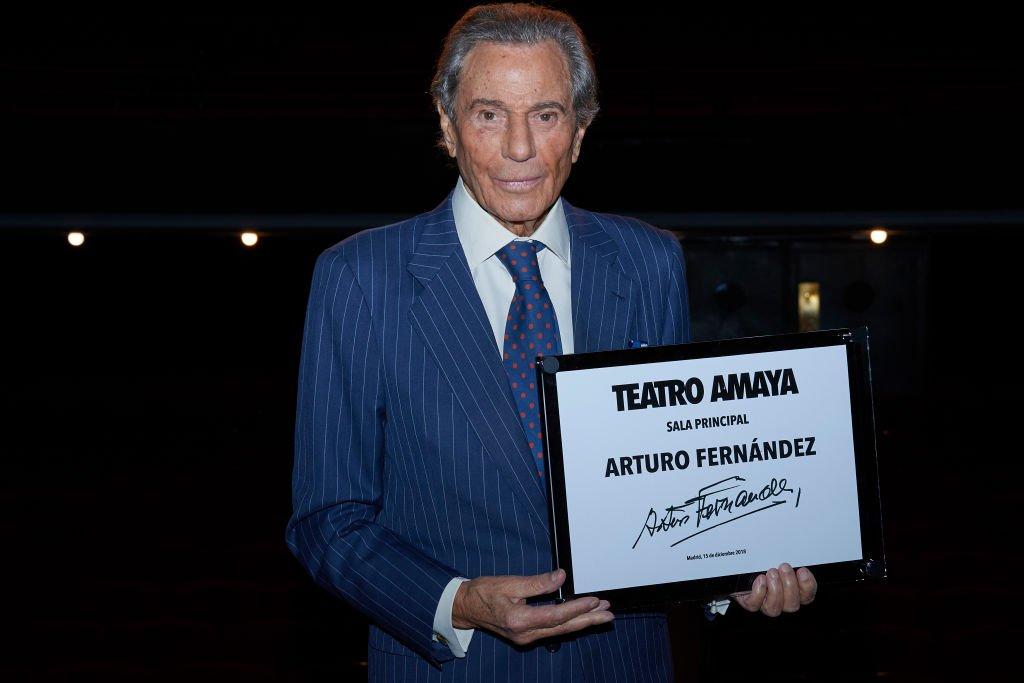 El actor español Arturo Fernández recibe un homenaje en el Teatro Amaya el 15 de diciembre de 2018 en Madrid, España. | Imagen: Getty Images