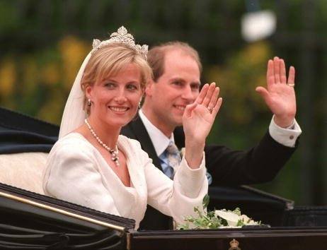 Sophie Rhys-Jones and Prince Edward at St. George's Chapel on June 19, 1999 | Photo: Getty Images