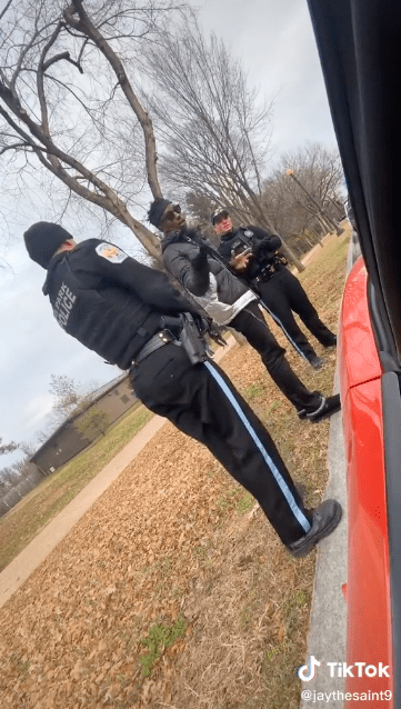 A black man and two white police officers talking in Washington D.C.   Source: Tiktok.com/jaythesaint9