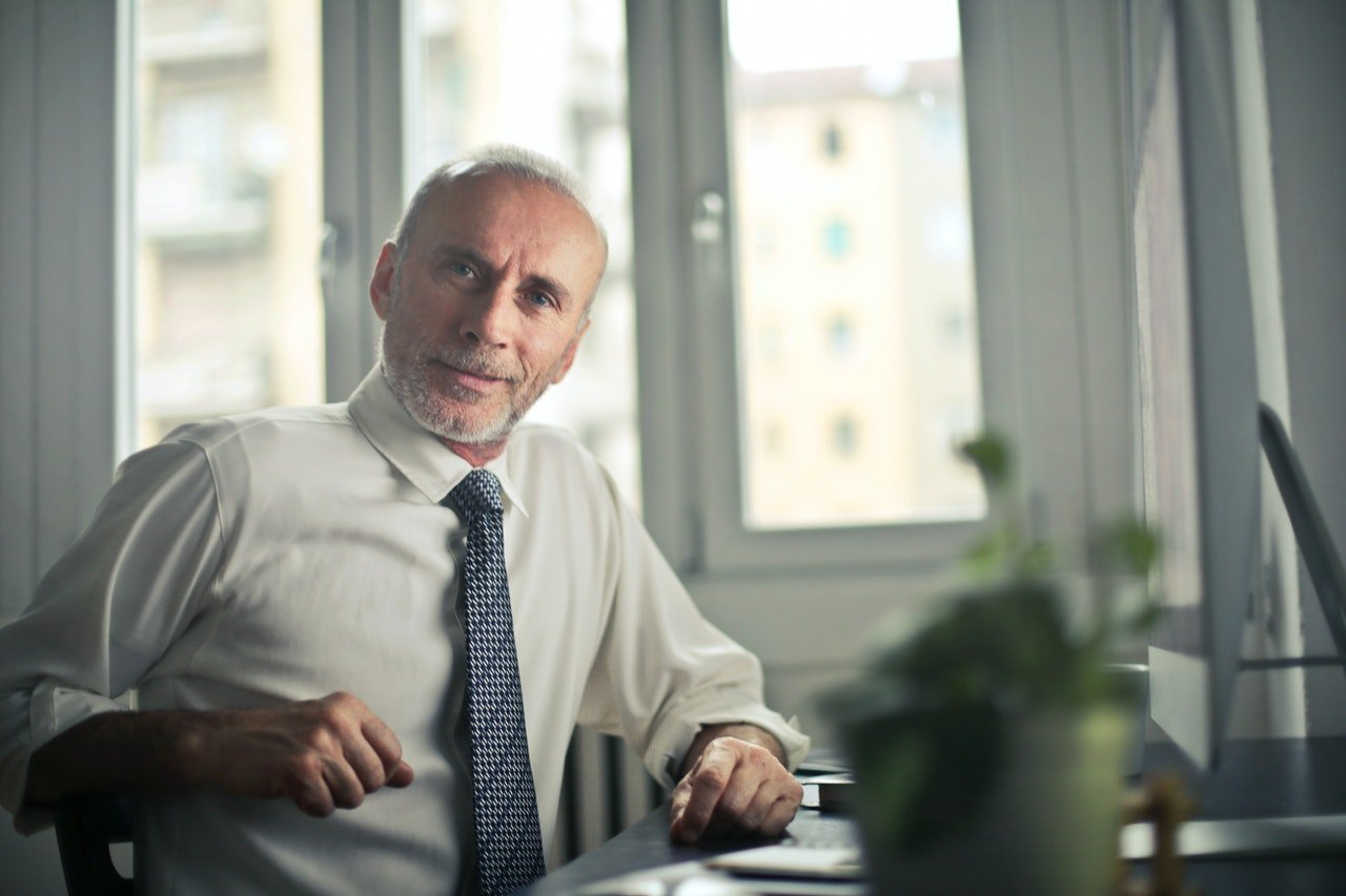 Photo of a man sitting in an office | Photo: Pexels