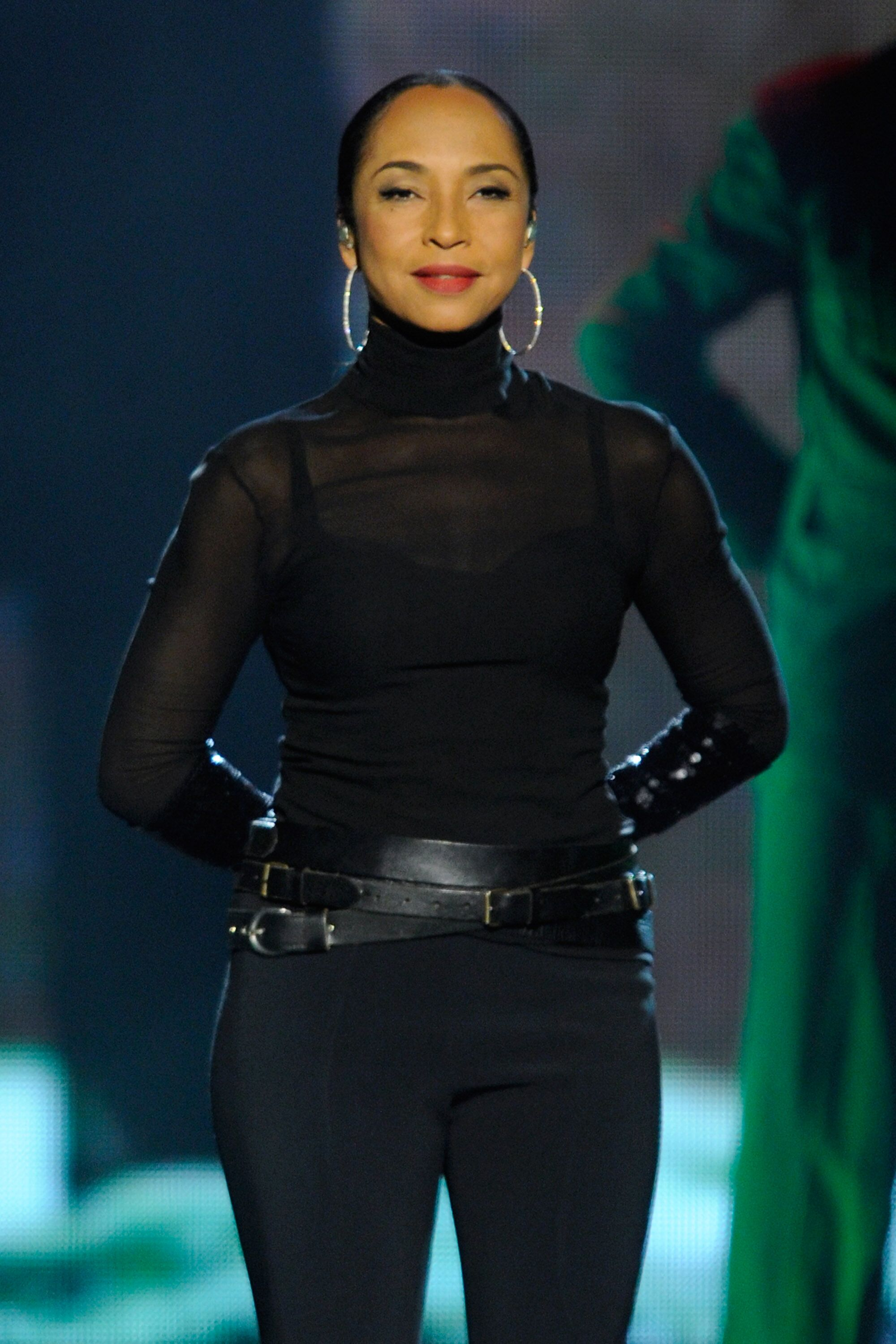 Singer Sade performing at the Oracle Arena in August 2011. | Photo: Getty Images