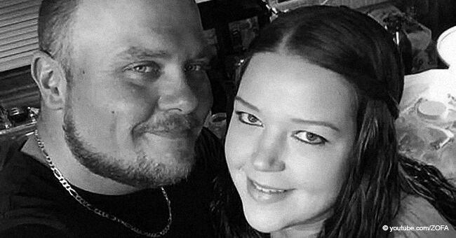 Desgarrador video de una mujer cantando a su esposo moribundo de 33 años y padre de sus 4 hijas