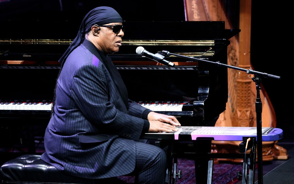 Stevie Wonder performs onstage during Nipsey Hussle's Celebration of Life at STAPLES Center on April 11, 2019 in Los Angeles, California.| Photo: Getty Images