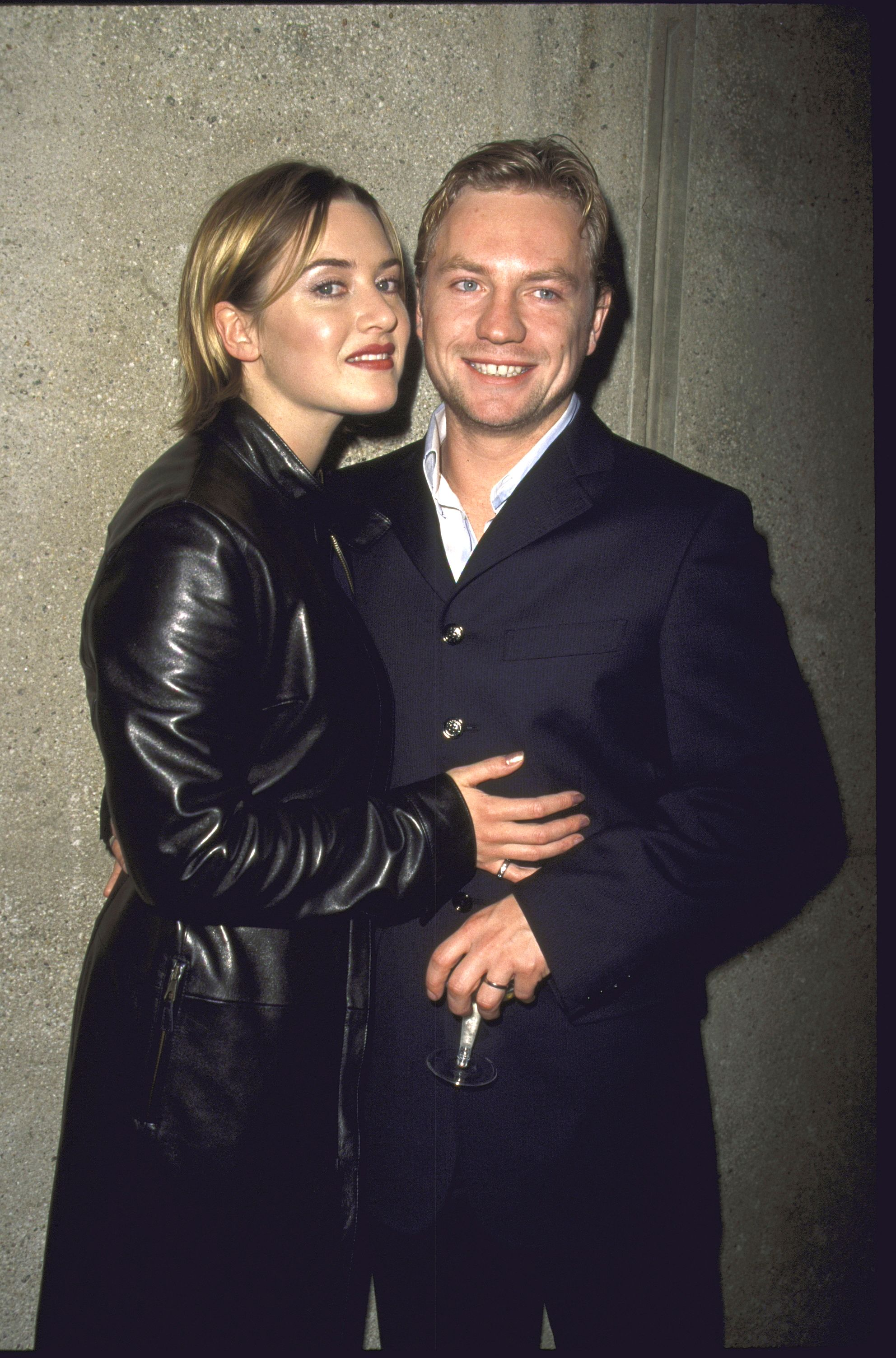 """Kate Winslet and director Jim Threapleton, at the film premiere """"Holy Smoke"""" in 1999 in New York   Source: Getty Images"""