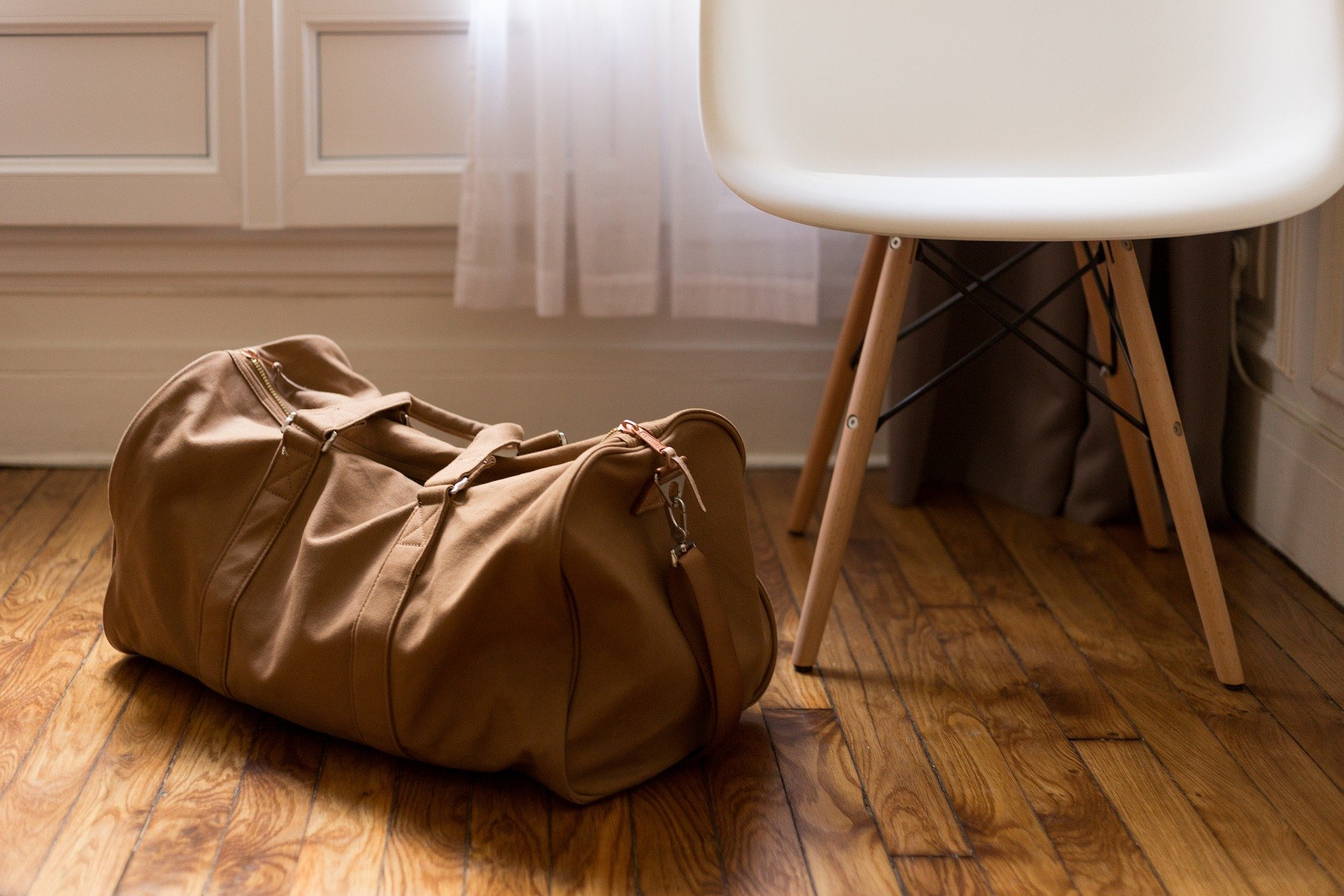 A brown duffle bag on a wooden floor.   Photo: Pixabay/Free-Photos