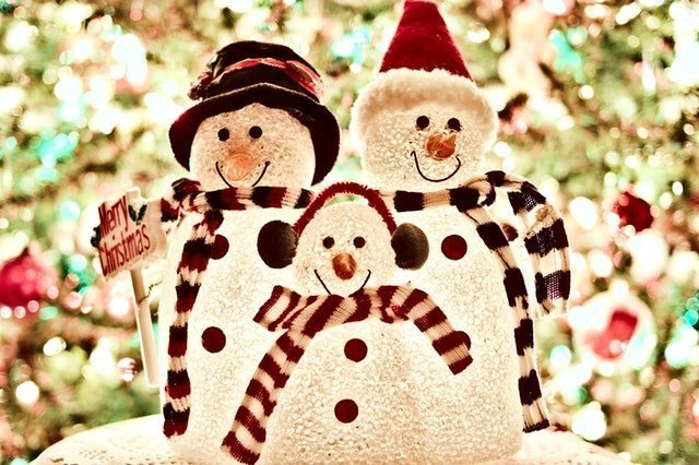 A family of snowmen on Christmas | Source: Pexels
