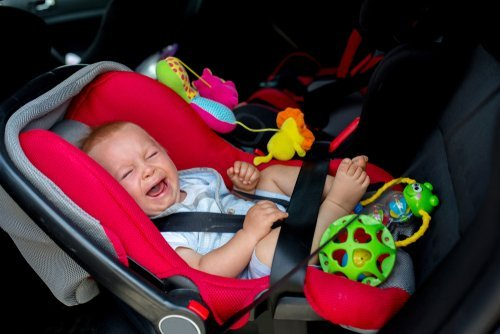A baby crying in a car seat. | Source: Shutterstock.