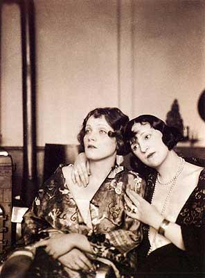 Marlene Dietrich avec Ressel Orla en 1923. l Source : Wikimedia Commons
