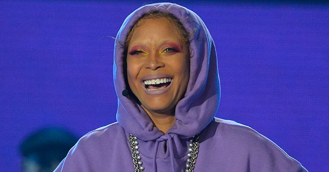 A picture of Erykah Badu in colourful makeup | Photo: Getty Images