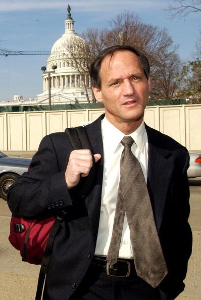 Michael Newdow at the Supreme Court on March 24, 2004 in Washington, DC | Photo: Getty Images
