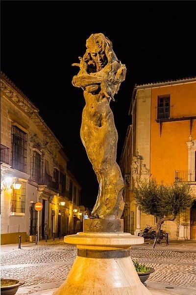 Monumento a Lola Flores, Calle Ramón de Cala, Jerez de la Frontera, España. | Foto: Wikipedia