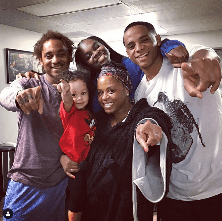 Shante Broadus with her kids, (L-R) Corde, Cori, & Cordell. She holds on to Zion, Corde's son. | Photo: Instagram/Shante Monique Broadus