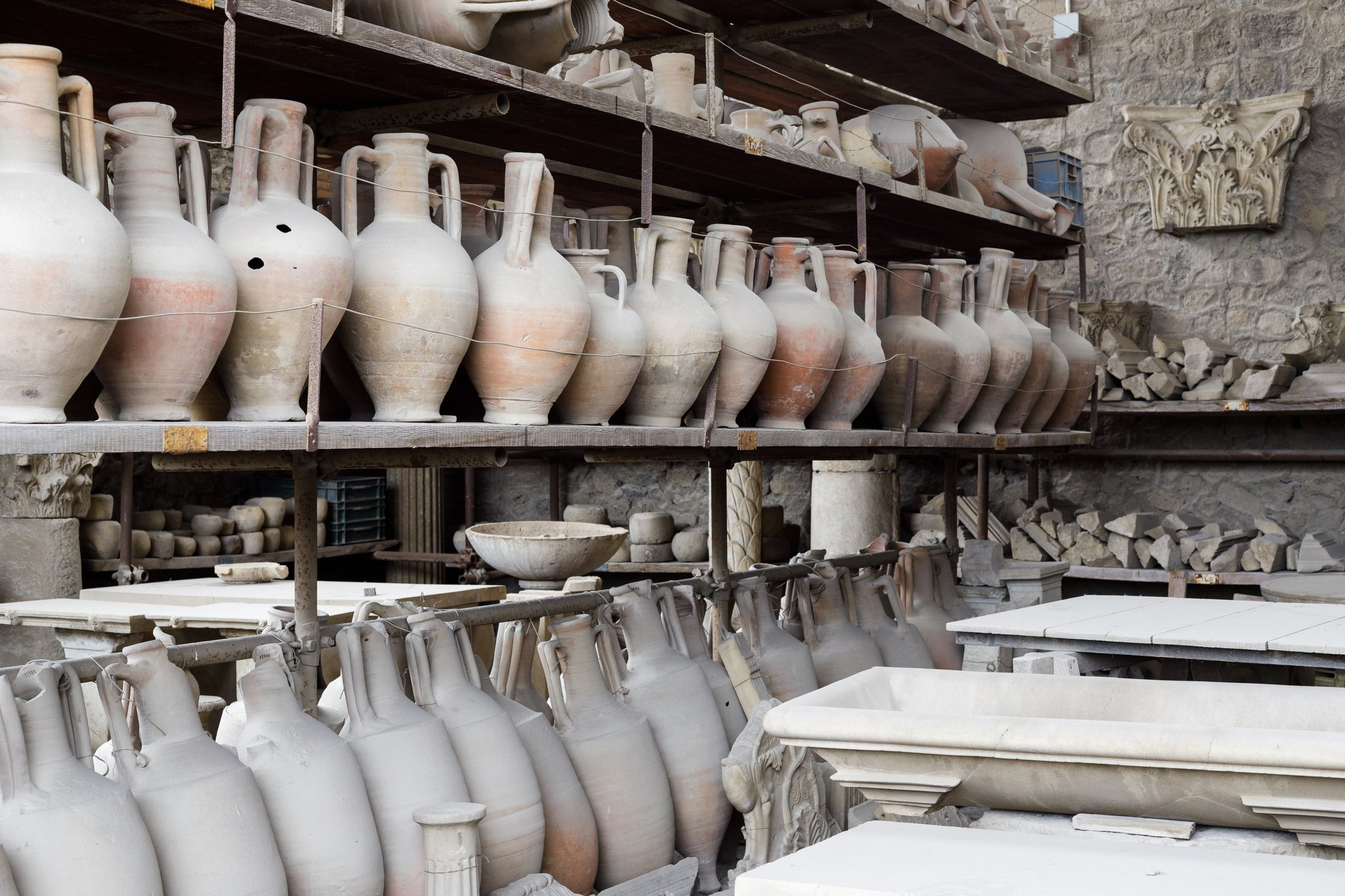 Ancient clay pottery amphora vases and pots from Pompeii in the Roman Empire in Italy. | Photo: Getty Images