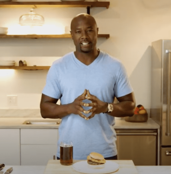 Eddie Jackson making Caribbean sliders on DIRECTV's NFL Sunday Ticket in September 2018. | Image: YouTube/ DIRECTV.