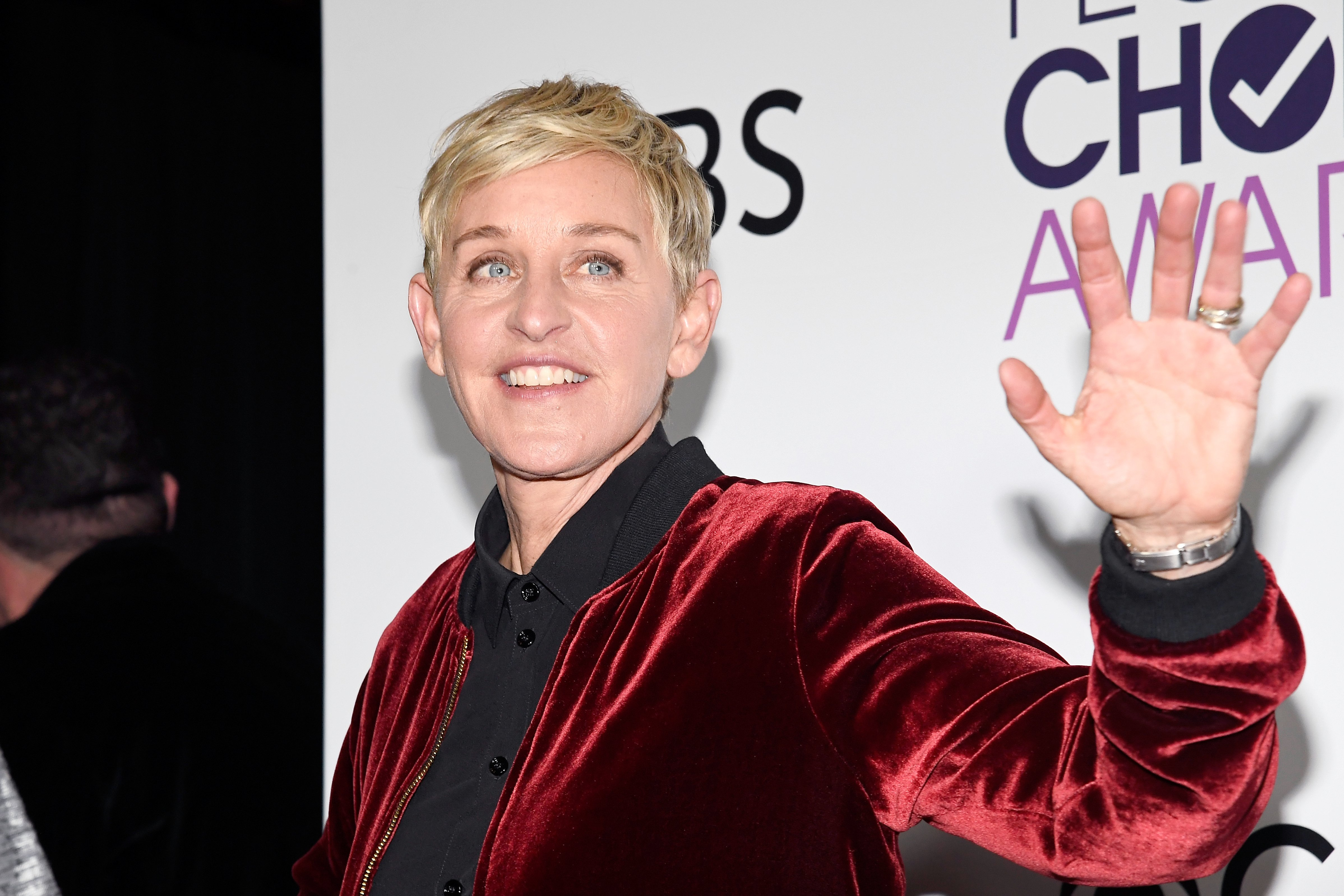 Ellen DeGeneres poses at the People's Choice Awards in Los Angeles, California on January 18, 2017   Photo: Getty Images
