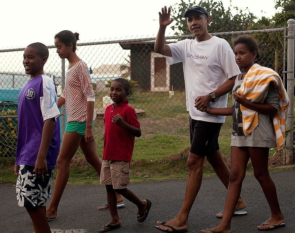 The Obama family walking to the beach together | Source: Getty Images/GlobalImagesUkraine