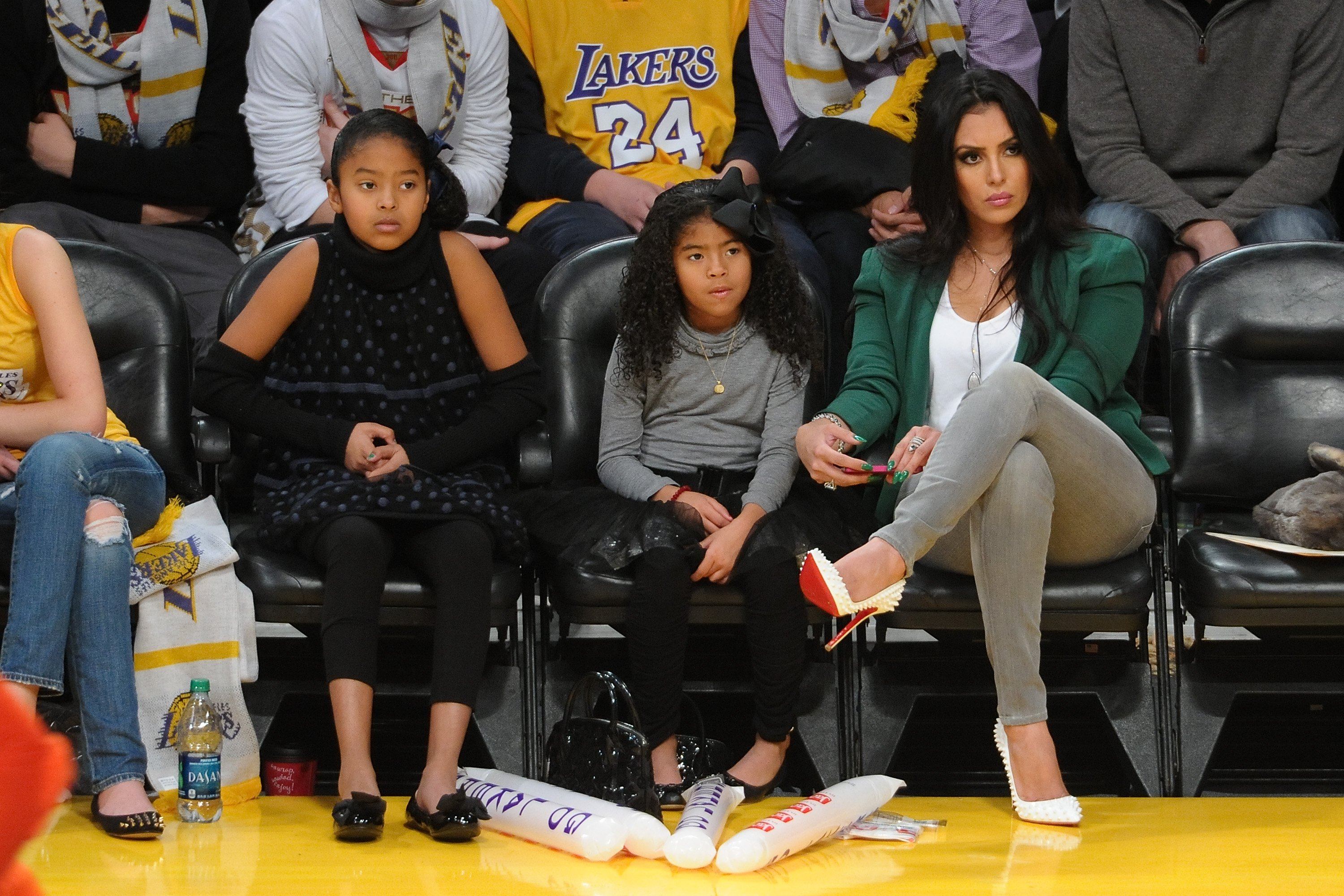 Vanessa Bryant courtside with her daughters, Natalia (Left) and Gianna (middle), December, 2012. | Photo: Getty Images.