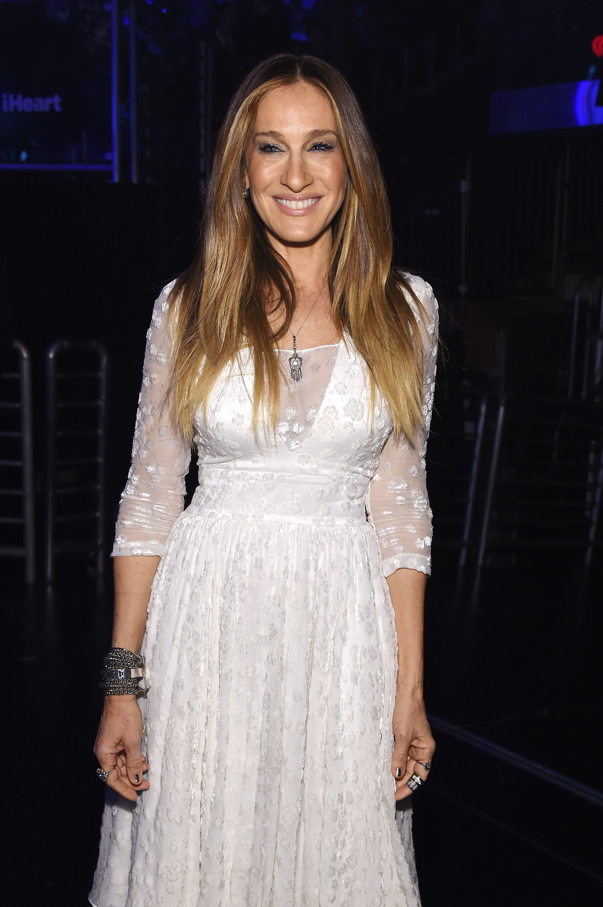 Sarah Jessica Parker backstage at the iHeartRadio Jingle Ball at Madison Square Garden on December 12, 2014, in New York City | Photo: Jamie McCarthy/Getty Images