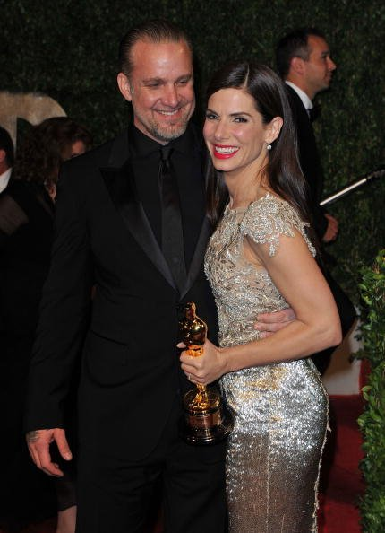 Jesse James and Sandra Bullock at Sunset Tower on March 7, 2010 in West Hollywood, California. | Photo: Getty Images